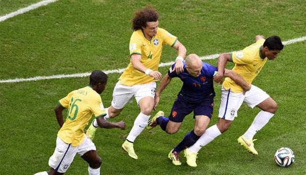 荷兰3:0完胜巴西收获季军-滚动