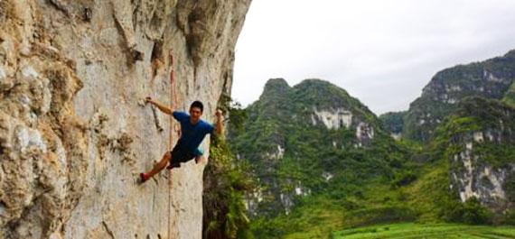 世界冠軍鐘齊鑫為馬山攀岩小鎮岩壁開線