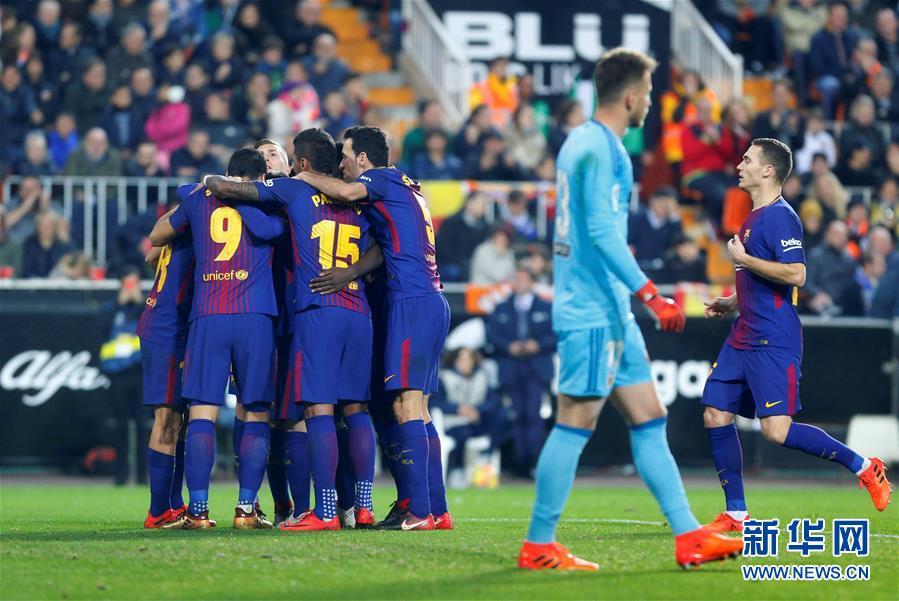 (體育)(1)足球——西甲:巴塞羅那戰平巴倫西亞