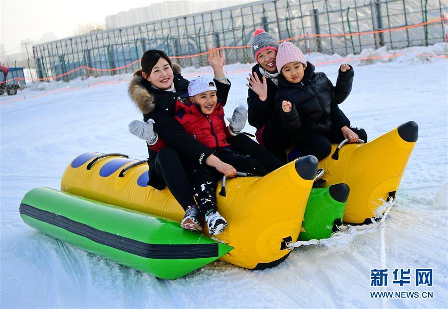 (體育)(5)全民健身——冰雪嘉年華 假日歡樂多