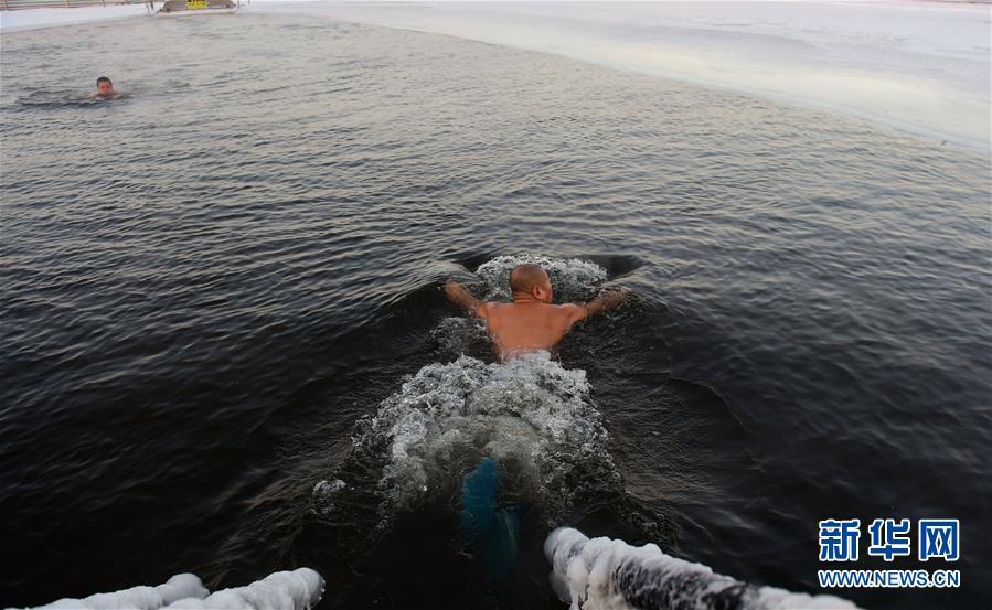 (體育)(3)全民健身——數九寒天練冬泳