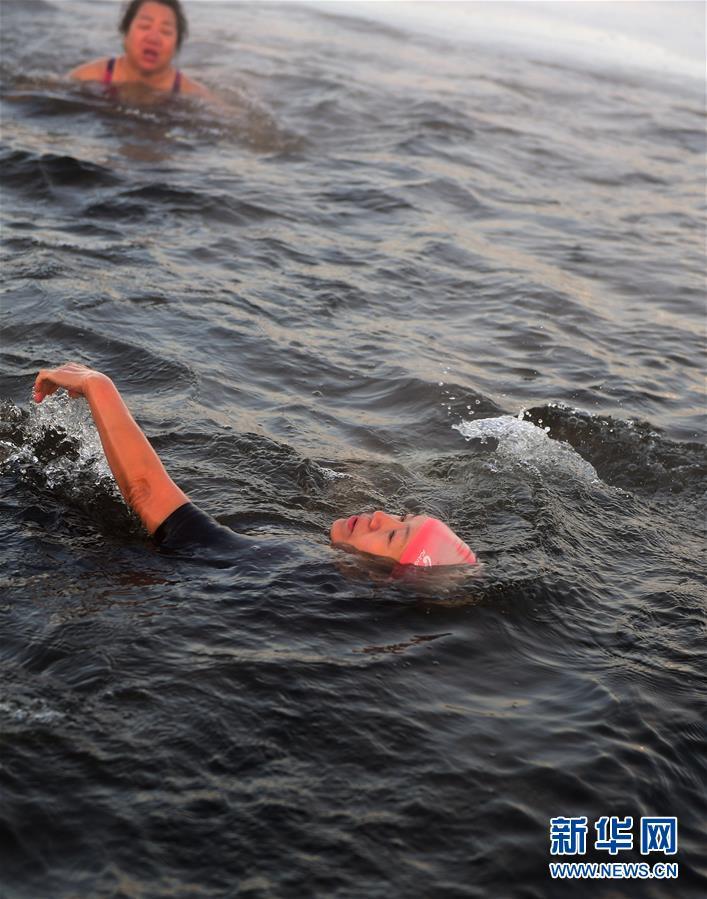 (體育)(4)全民健身——數九寒天練冬泳