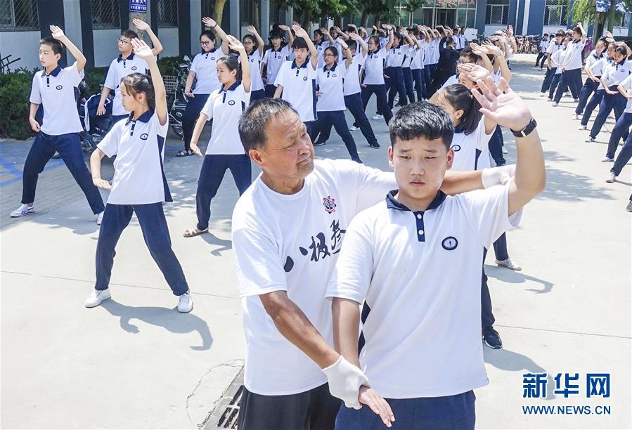 (體育)(1)河北大城:古典八極拳文化進校園