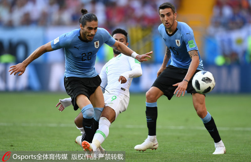 苏亚雷斯垫球破门纪念百场 乌拉圭1-0沙特晋级