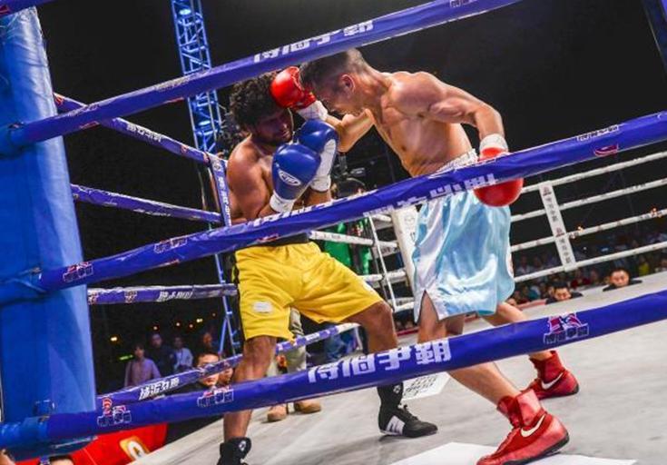 国际职业拳王争霸赛海口开打 14名选手海上擂台PK